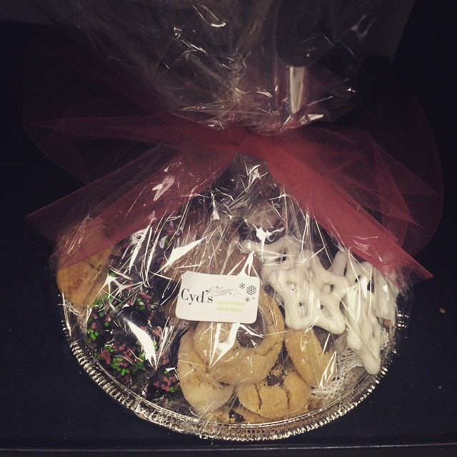 MORE HOLIDAY COOKIE TRAY ACTION:: *Available NOW in the Bakery